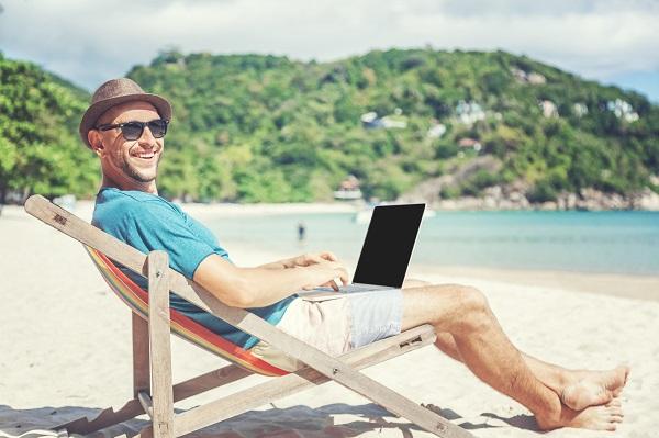 Praca na urlopie i urlop podczas pracy jak to ze soba polaczyc